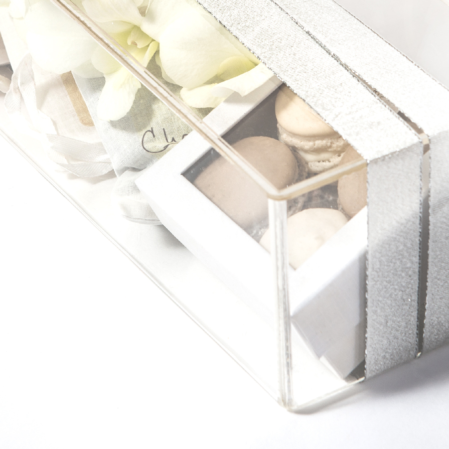 welcome box by mili and sara, see-trough, silver ribbon